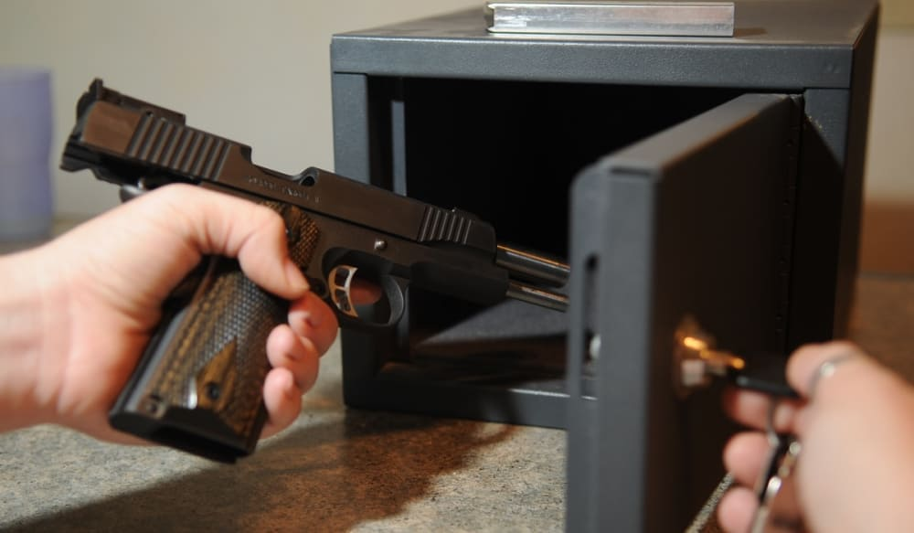 WW2 Machine Guns Handed In To Metropolitan Police